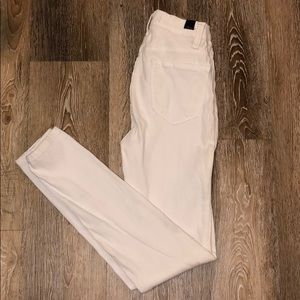 ⚪️ High Waisted White Jeans